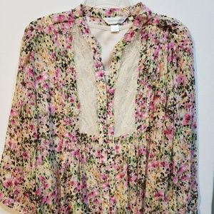 Floral peasant blouse with lace detail